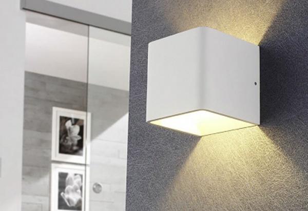 LED-Wandleuchte in weiß für indirektes Licht